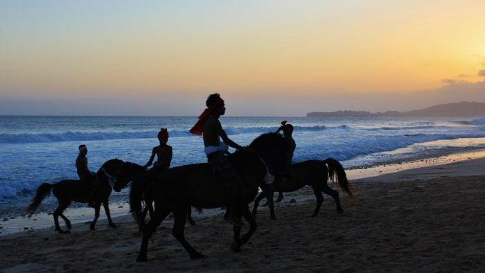 Heather's-Trip---Nihiwatu---Horse-racing-on-the-beach-(5).jpg