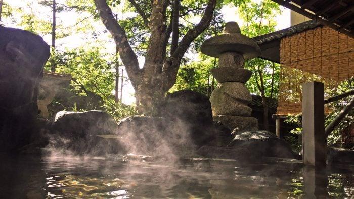 Reasons-to-visit-Japan-hot-springs.jpg