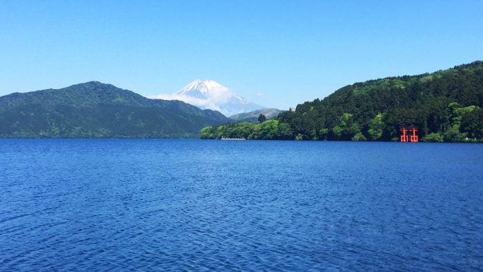 Reasons-to-visit-Japan-scenery.jpg