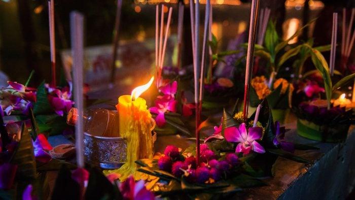 Loi-Krathong-water-lantern-festival.jpg