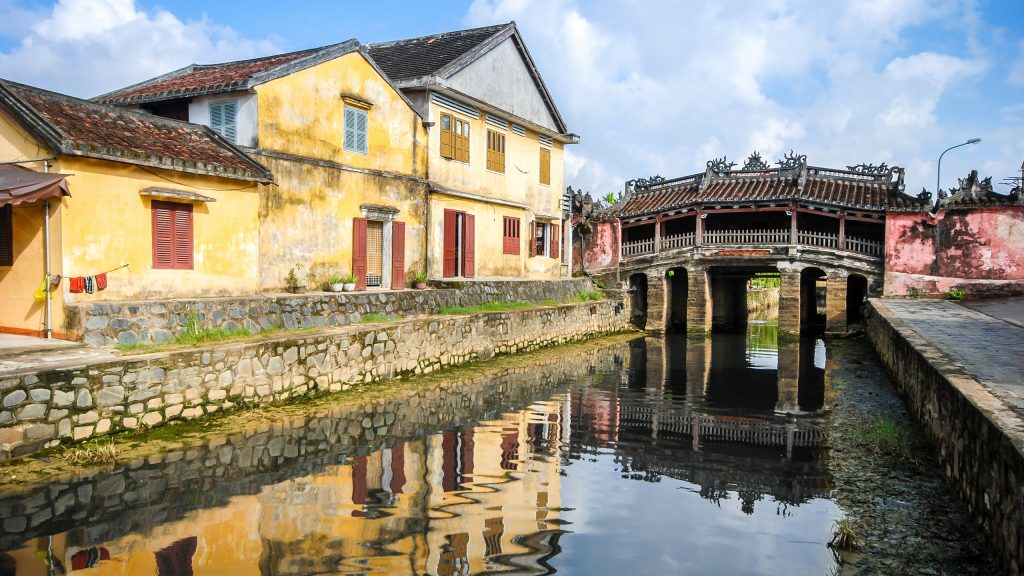 japanese-bridge-hoi-an-vietnam