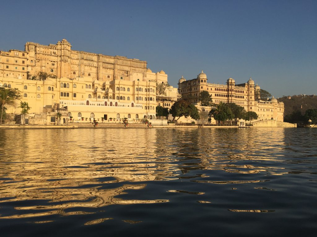 city-palace-udaipur-on-lake