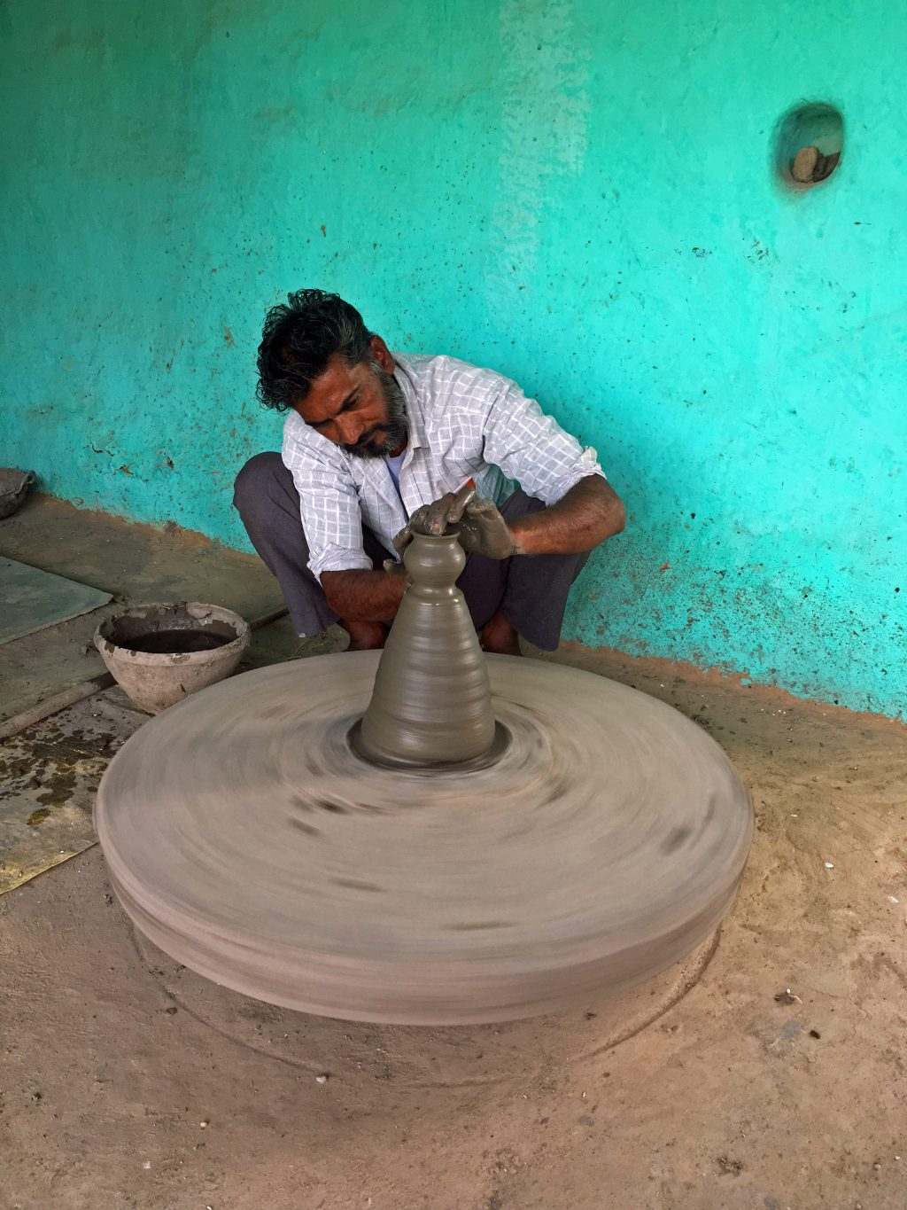 villager-sculpting-clay-on-wheel