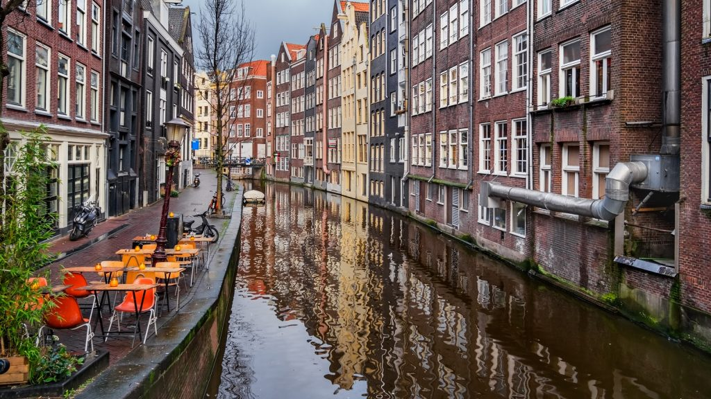amsterdam-canal-cafe