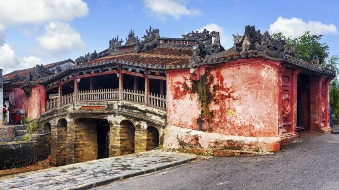 covered bridge hoi an