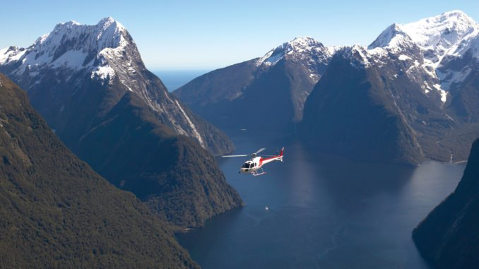milford-sound-helicopter