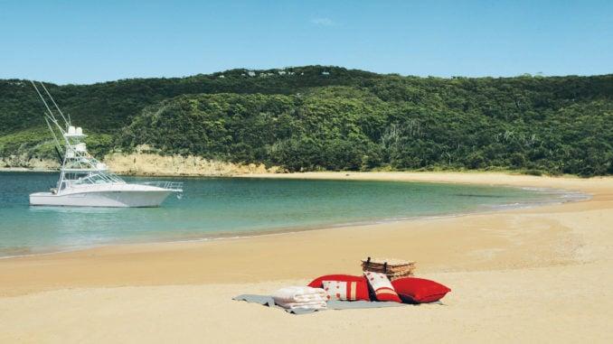 pretty-beach-house-beach-picnic
