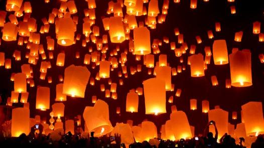 loi-krathong-yi-peng-chiang-mai-thailand