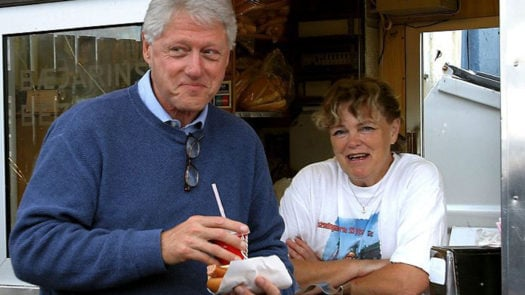 Bill Clinton eats Hot Dog, Baejarins Beztu, Reykjavik, Iceland