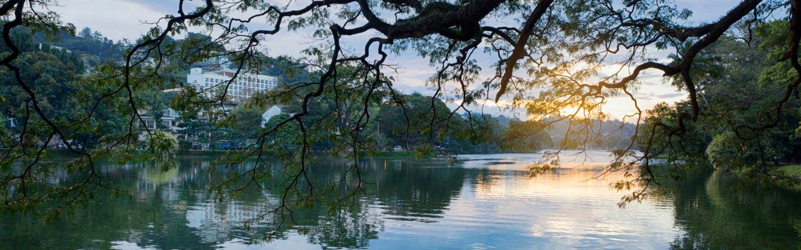 kandy-lake