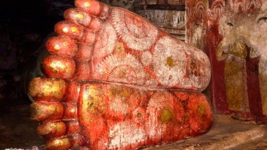 buddah-feet-dambulla-temples