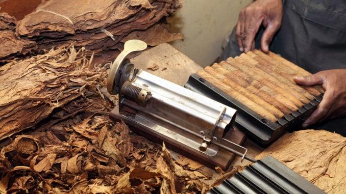 cigar-rolling-cuba