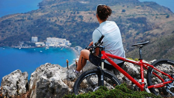 greece-white-mountains-cycling-view