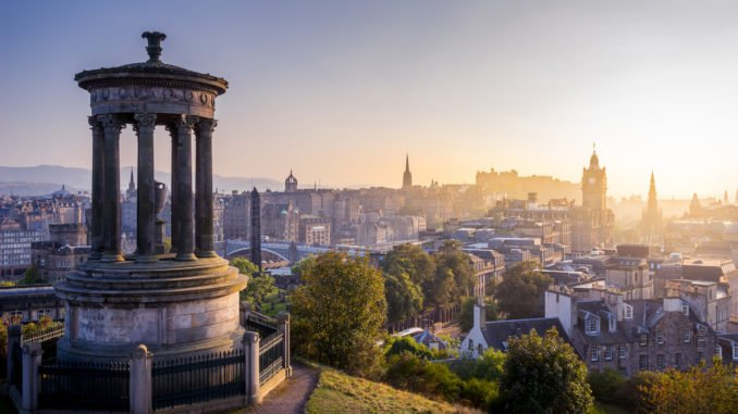 calton-hill-edinburgh-dawn