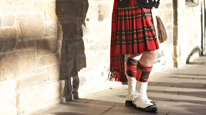 tartan-and-bagpipes-edinburgh