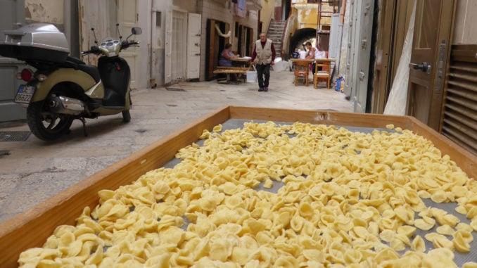 bari-pasta-making