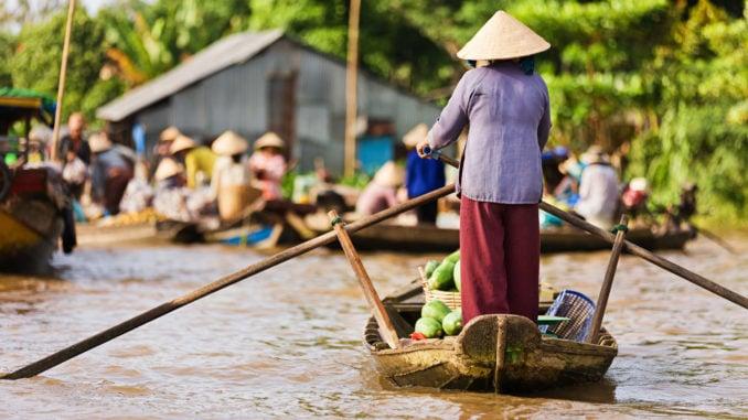 vietnamese-woman-rowing-boat-mekong-vietnam