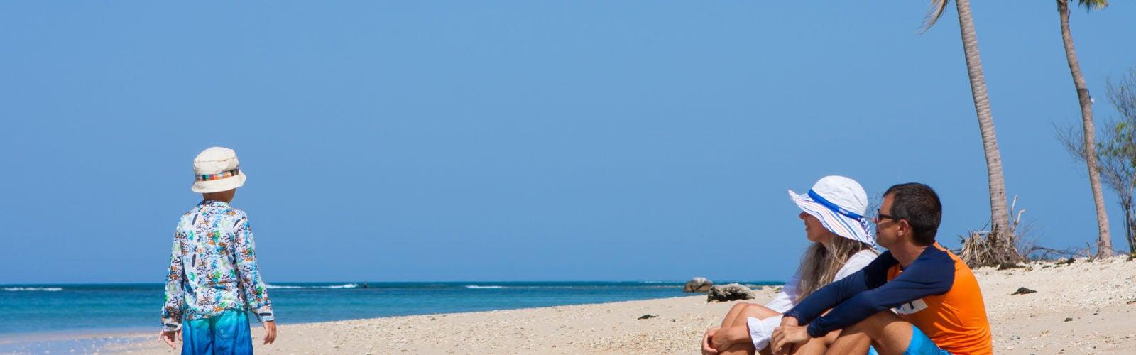sri-lanka-family-beach