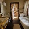 tongabezi-river-cottage-bathroom