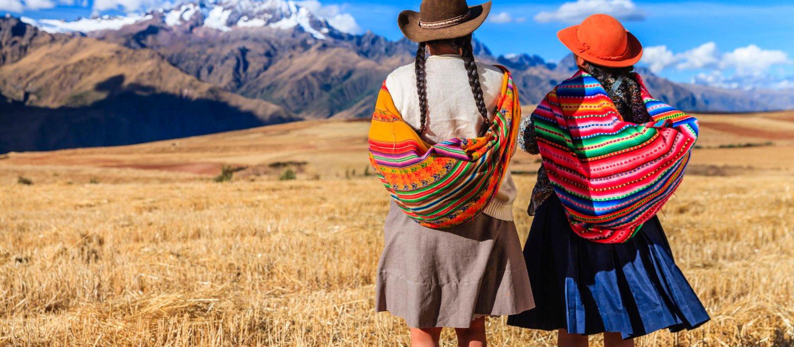 peruvian-women-national-dress-sacred-valley