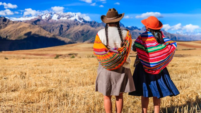 peruvian-women-national-dress-sacred-valley