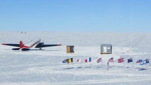 south-pole-flags-plane