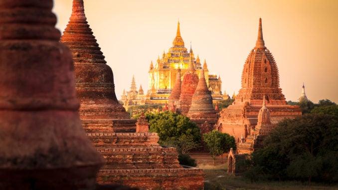 bagan-pagoda-sunset