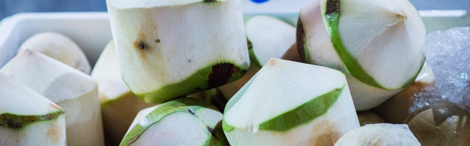 thailand-market-coconuts