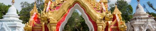 kuthodaw-pagoda-mandalay-gate
