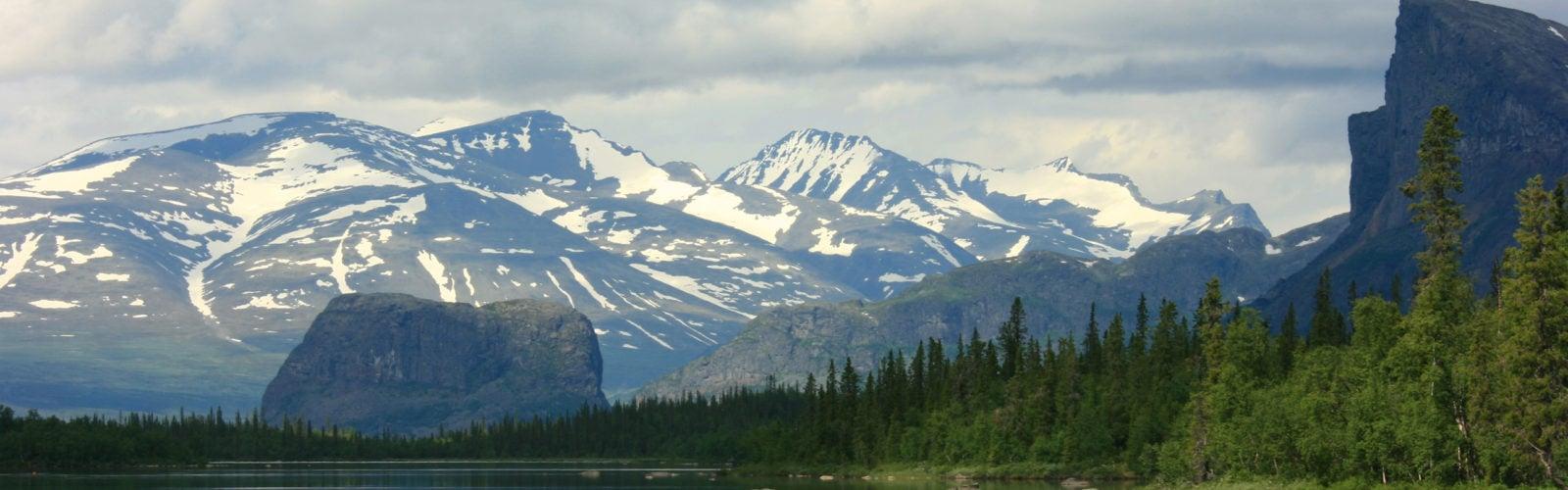 Swedish-Lapland-lake-mountain