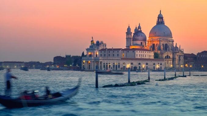 venice-sunset-with-gondola