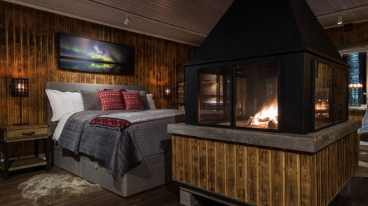 loggers-lodge-fire-bed-sweden
