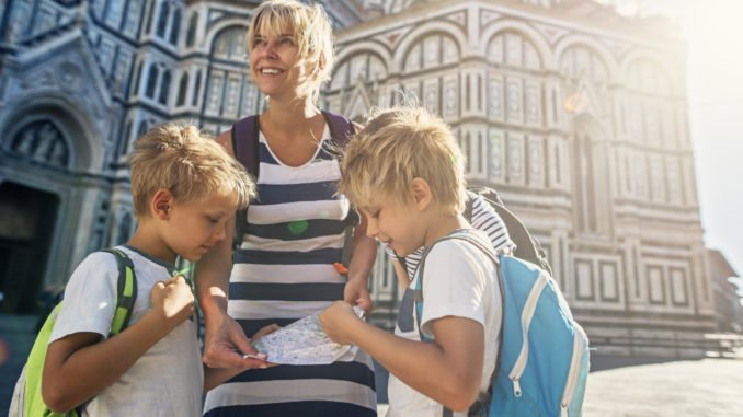 mother-children-florence-treasure-hunt-italy