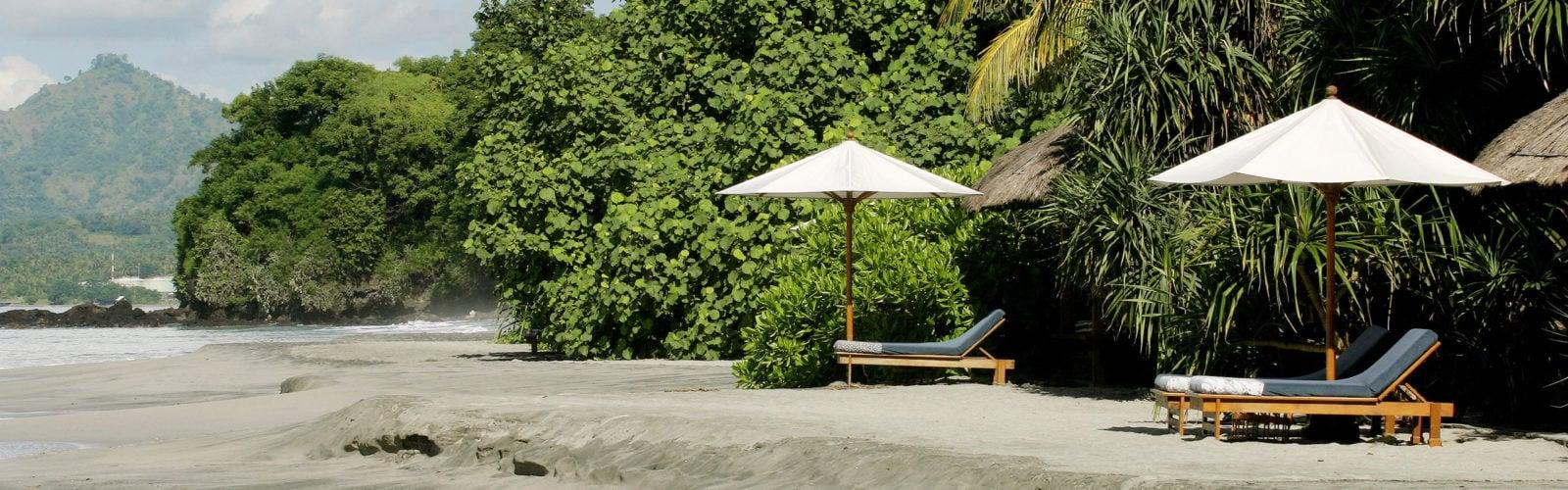 amankila-black-sand-beach
