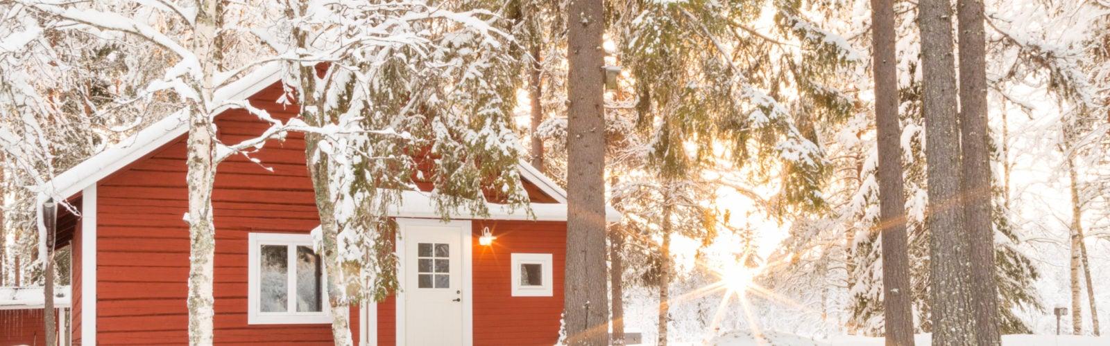loggers-lodge-exterior-swedish-lapland