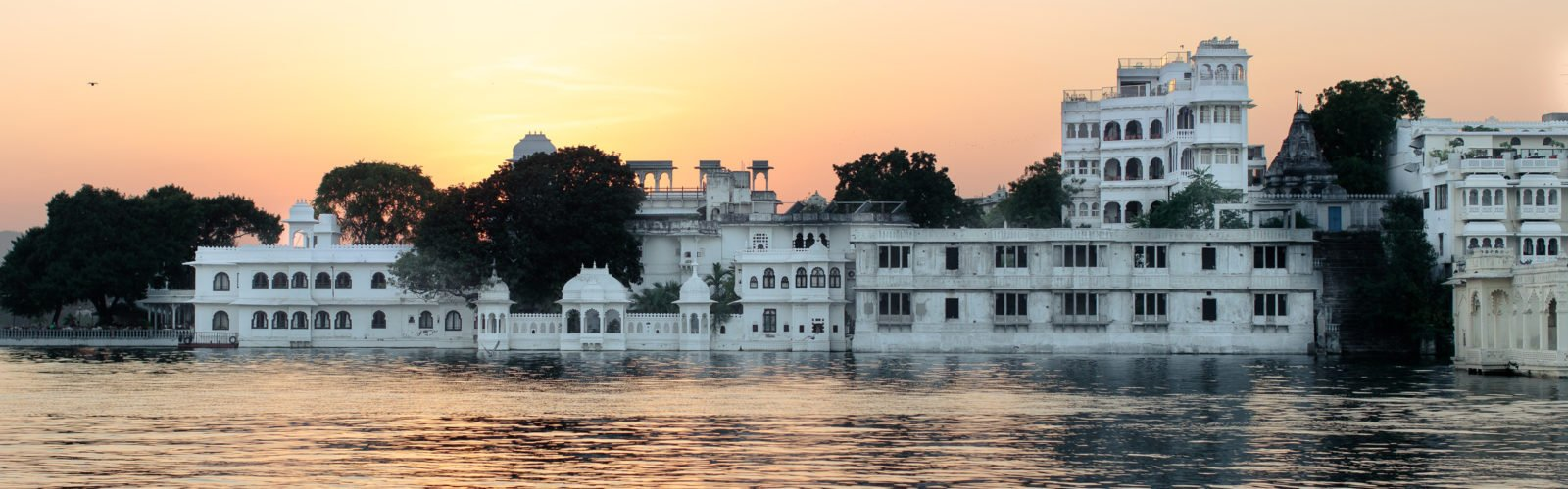 lucy-laucht-udaipur-palace-india