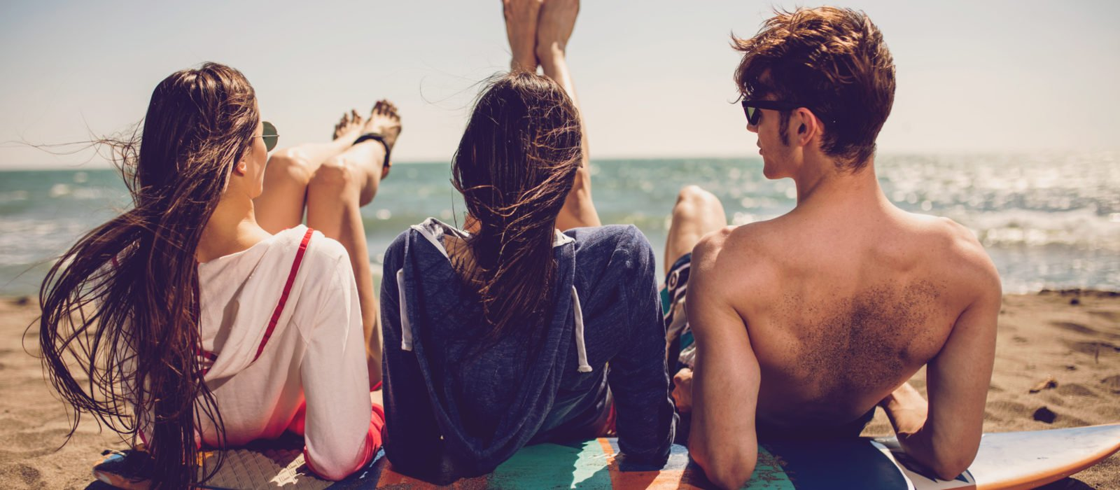 teenagers-travel-beach