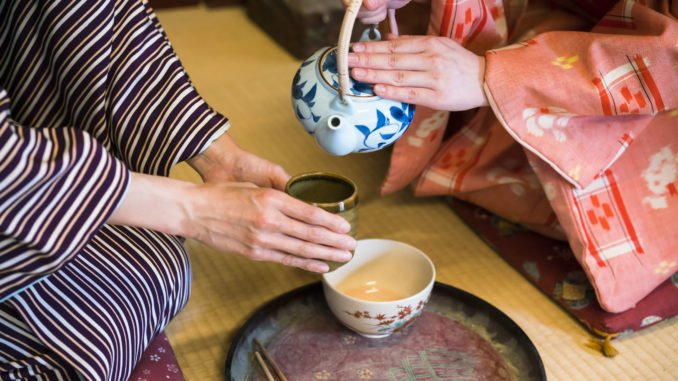 traditional-tea-ceremony-kyoto-japan
