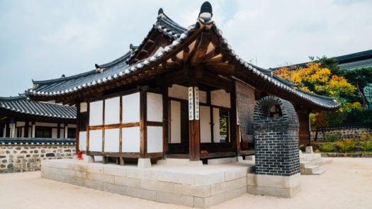 hanok-autumn-seoul-south-korea