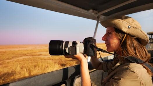 woman-photo-safari-jeep