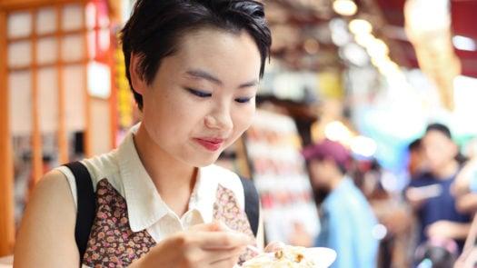 woman-seafood-toyosu-fish-market