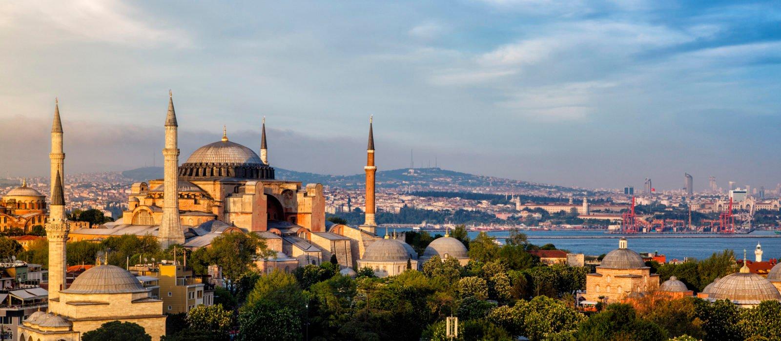 hagia-sophia-istanbul-skyline